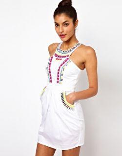 Lipsy  Vestido con adornos de estilo tribal en el escote de Lipsy en