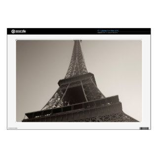 """The Eiffel Tower 17"""" Laptop Decal"""