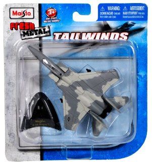 """Maisto Fresh Metal Tailwinds 1136 Scale Die Cast United States Military Aircraft   U.S. Tactical Fighter Jet F 15 EAGLE with Display Stand (Dimension 3 1/4"""" x 5"""" x 1"""") Toys & Games"""