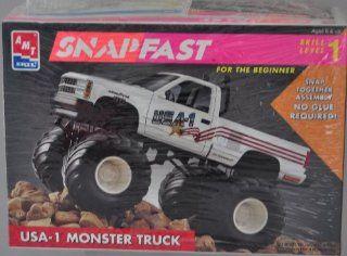 SNAPFAST 1993 Chevy Stepside Big Block 132 Model Kit   USA 1 Monster Chevrolet Truck   Skill Level 1 Toys & Games