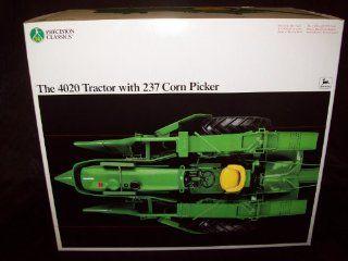 John Deere Precision 4020 Tractor w/ 237 Corn Picker 1/16: Toys & Games