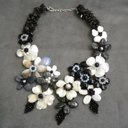 Black/ White Pearl/ Multi gemstones Floral Necklace (6 10 mm) (Thailand) Necklaces