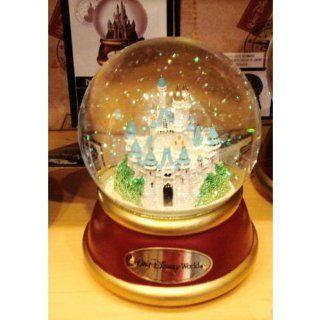 Walt Disney World Cinderella's Castle Musical Snowglobe   Snow Globes