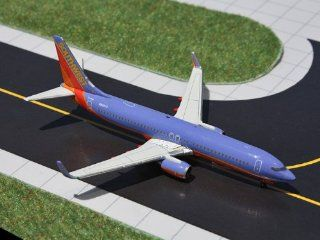 Gemini Jets Southwest Airlines B737 800 (W) Model Airplane: Toys & Games