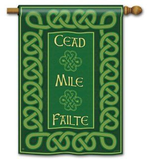 "A Hundred Thousand Welcomes St. Pat's House Flag   28"" x 40"" : Patio, Lawn & Garden"