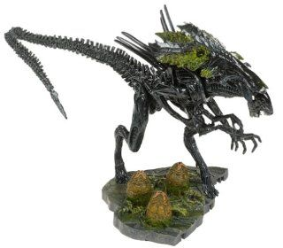 McFarlane Toys AVP Alien VS. Predator Movie Series 2 Action Figure Alien Queen: Health & Personal Care