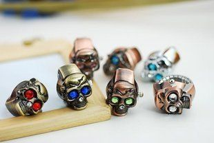 1 pcs Cool designed skull shaped ring watch with Colorful eyes / Color sent by radom: Watches